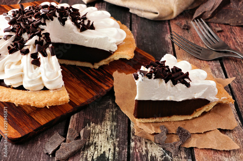 Vászonkép Slice of sweet chocolate cream pie