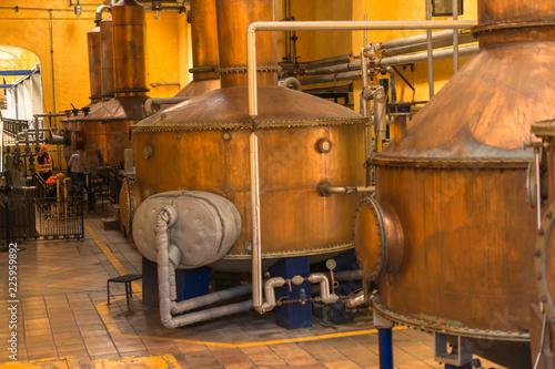 Alambiques de cobre para la destilación del tequila mexicano.