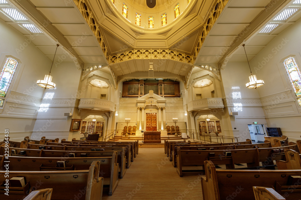 Fototapety, obrazy: Interior of Temple Sinai Reform Jewish Synagogue. Founded in 1875, it is the oldest Jewish congregation in the East San Francisco Bay region.