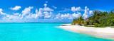 Fototapeta Fototapety z morzem do Twojej sypialni - Tropical beach in the Maldives