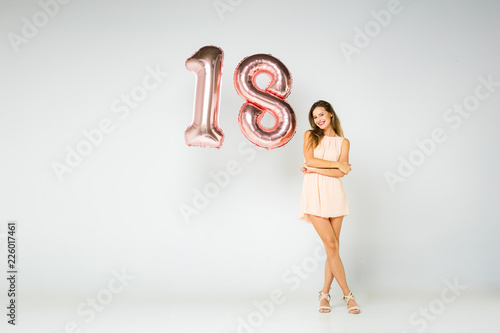 Photographie  elegant woman with a number made from letters