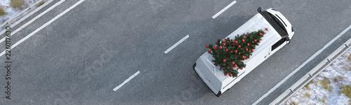 Panorama von Weihnachtsbaum auf Van vom Lieferservice