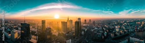 Foto op Aluminium Panoramafoto s Warszawska panorama o wschodzie słońca