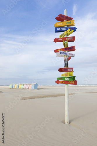 Fotografía Sign post with world destinations at the beach of Berck-Plage, France