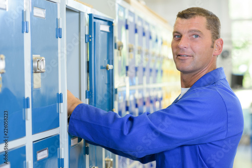 Slika na platnu employee locker room