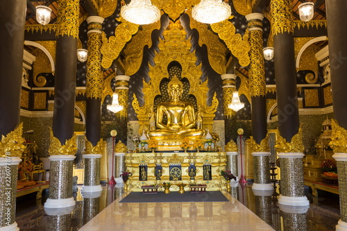 Tuinposter Boeddha Golden Buddha statue in Thai Temple at Lampang province, Thailand.