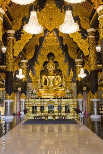 Tuinposter Boeddha Golden Buddha statue in Thai Temple at Lampang province, Thailand.