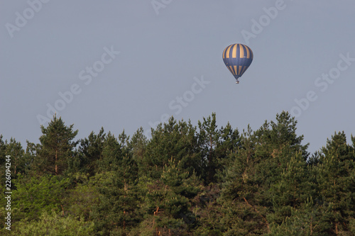 Foto op Canvas Luchtsport Colorful hot air balloon flying on sky. travel and air transportation concept