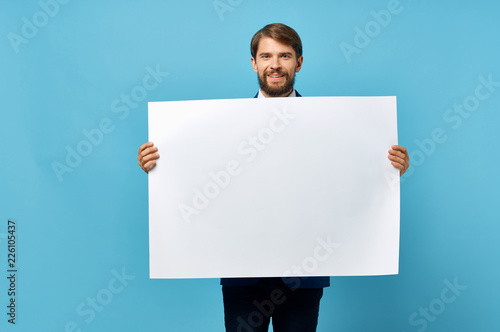 young man holding a blank sign Fototapet