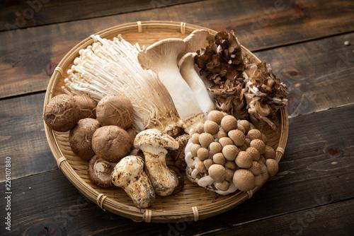 Fotografía assorted japanese mushroom