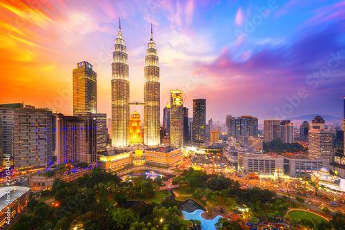 Fototapeta premium Panoramę miasta Kuala lumpur o zmierzchu, Kuala lumpur, Malezja