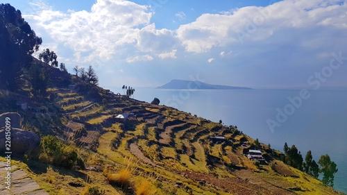 Fotobehang Zuid-Amerika land Terrasses sur l'île de Taquilé