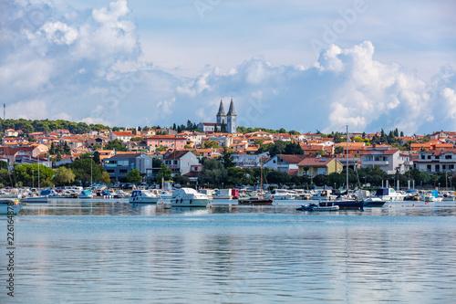 In de dag Donkerblauw Medulin Badeort in Kroatien