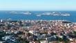 Marseille, vue aérienne sur le quartier d'Endoume et les îles du Frioul (France)