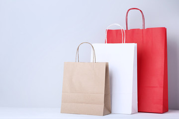 Obraz na Plexi Colorful paper shopping bags on grey background