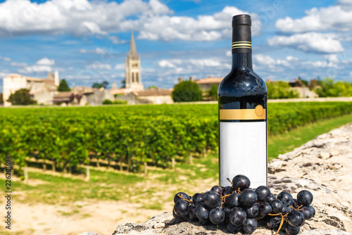 Tableau sur Toile bottle of red wine against the background of vineyards of Saint Emilion, Bordeau