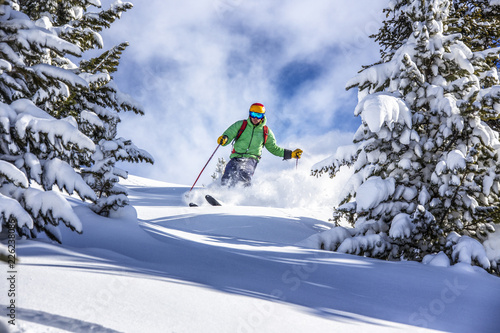 Photo Offpiste skiing in deep powder snow
