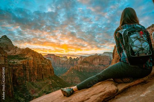 Obraz na plátne Blond girl with green shirt overlooking a landscape