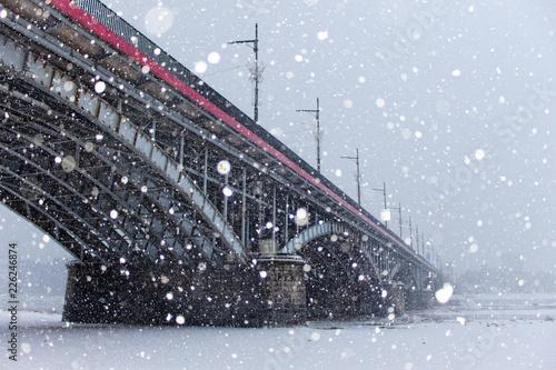 Śnieżyca przy moście Poniatowskiego, Warszawa, Polska - fototapety na wymiar