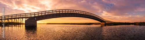 Keuken foto achterwand Brug Wooden bridge over the water