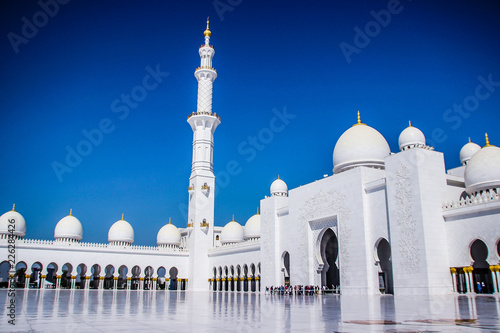 In de dag Abu Dhabi Abu Dhabi Emirates the biggest white mosque