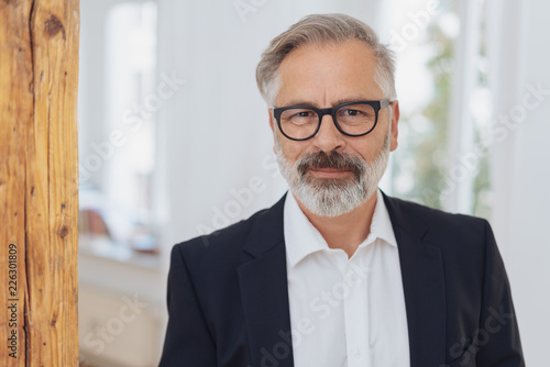 Canvastavla  Elegant mature bearded man with glasses