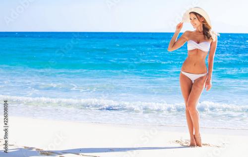 Fototapeta Woman on sea beach obraz na płótnie