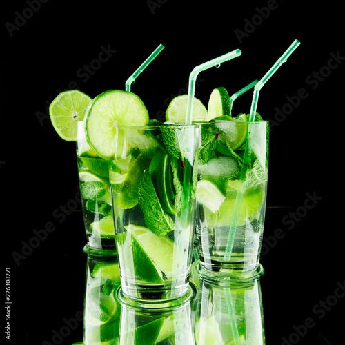 Staande foto Cocktail Mojito cocktails
