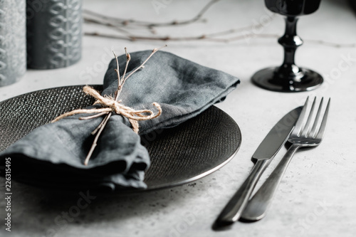 Fotografía  Festive table setting in a black style among black candles