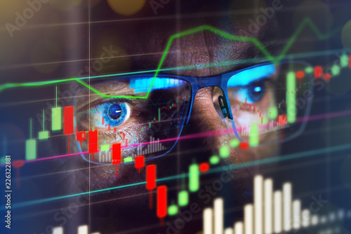 Cuadros en Lienzo Close up of stock market trader looking at graph