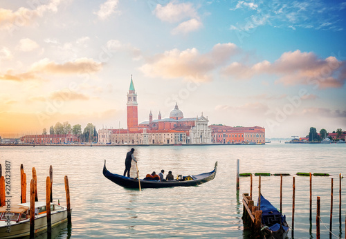 Foto op Aluminium Eiffeltoren view of lagoon and San Giorgio island in sunrise light with gondolas boats, Venice, Italy