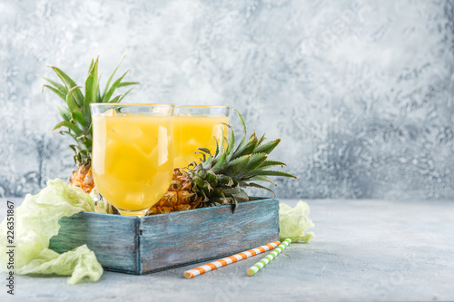 Staande foto Cocktail Cold pineapple cocktail