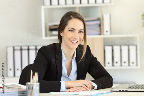 Fényképezés Smiley office worker posing looking at camera