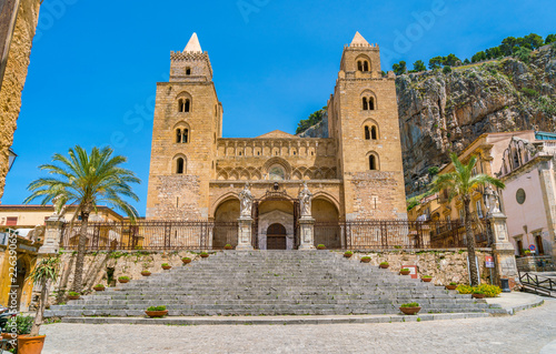 Spoed Foto op Canvas Zuid-Amerika land Cefalù Cathedral on a sunny summer day. Sicily, southern Italy.