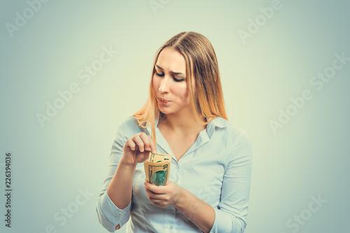 Fényképezés  Scrupulous woman counting money