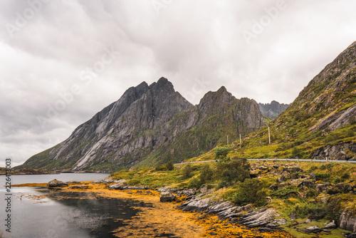 Poster Bergen Sharp mountains near lake