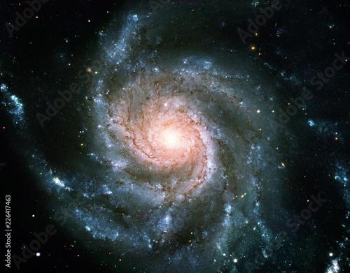 Crédence de cuisine en verre imprimé Spirale Color-Enhanced Pinwheel Galaxy Messier 101 Universe Nebula Background Wallpaper Original Image by NASA