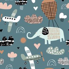 Dziecko bezszwowy wzór z słoniem w balonie, samolot. Ręcznie rysowane nakładające się tło dla swojego projektu. Wektorowy dziecięcy wzór dla tkaniny, tkaniny, pepiniery tapety.