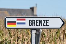 Ein Schild Weist Auf Die Grenze Zwischen Deutschland Und Holland