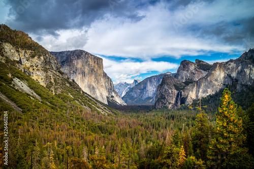 Photo Yosemite's mountain ridges in Yosemite National Park, California