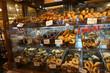 スーパーマーケットのパン売り場