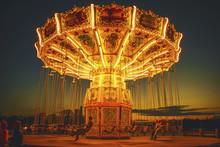 Amusement Park Spinning  Chain...