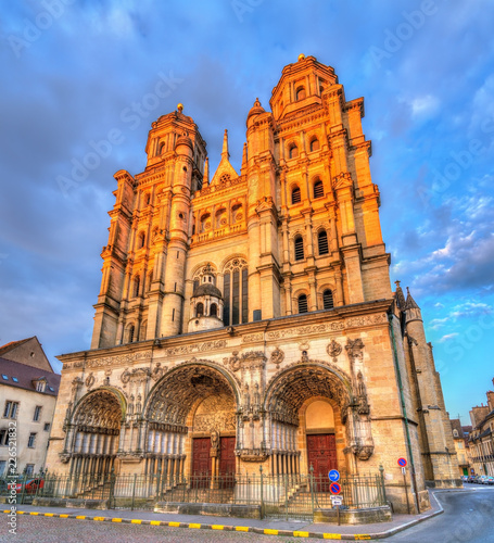 Fotografia  Saint Michel church in Dijon, France