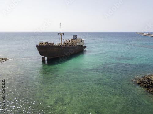 Photo  Vista aerea di un relitto di una nave nell'Oceano Atlantico