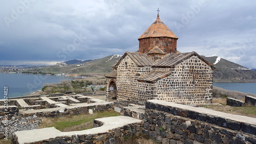 In de dag Oude gebouw The ancient Sevanavank monastery, Sevan, Armenia