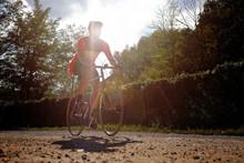 Ciclista Vintage Su Strada Sterrata Della Toscana