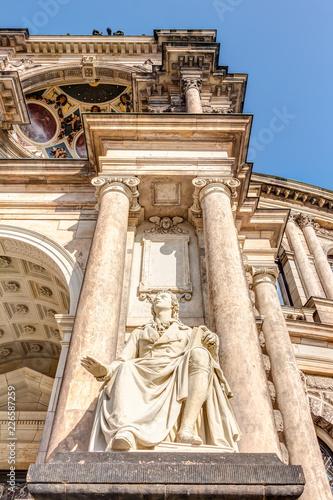 Foto op Plexiglas Theater Eingangsportal der Semperoper in Dresden - Detailaufnahmen