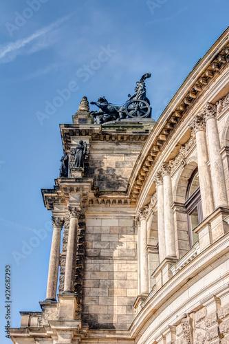 Foto op Plexiglas Theater Seitenansicht des Eingangsportals der Semperoper zu Dresden
