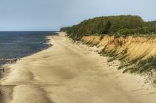 Widok Z Góry Na Plażę I Klifowe Wybrzeże Bałtyku Koło Rewala