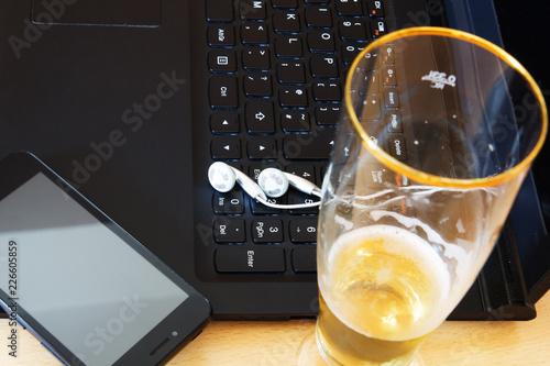 Fotografía  Beer and laptop
